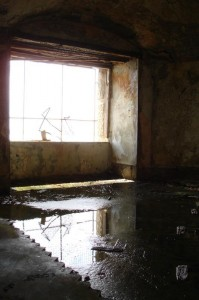 St-Catherines-Fort-052012-Inside-GunRoom-Water2