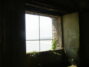 St-Catherines-Fort-052012-Inside-GunRoomWindowGrill
