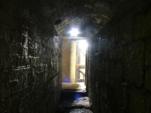 St-Catherines-Fort-052012-Inside-away-from-shell-lift