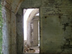 St-Catherines-Fort-052012-Inside-miscviewthroughdoors